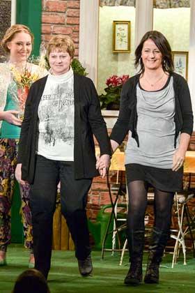 In diesem Jahr sorgten Marita Blumberg (links) und Marianna Moscato-Klinkhammer für einen Reibungslosen Ablauf hinter der Bühne.